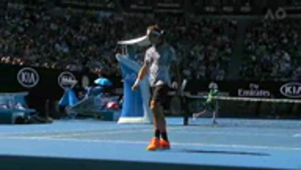 Federer eases into third round
