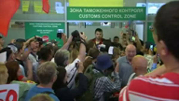 Russian athletes receive warm welcome home