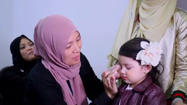 Little Princess Aaisyah Episod 3 - Aaisyah Busy Live Show & Shooting ?